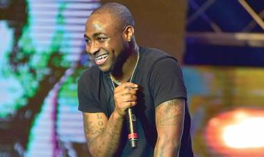 Zimbabwe: Davido Excites Harare With Energetic Performance
